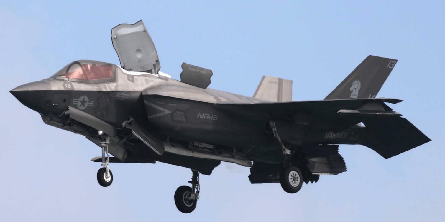 Катастрофа американского F-35B после столкновения с воздушным танкером попала на видео