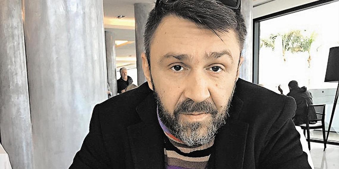 """Шнуров написал стихи о """"черном небе"""" Красноярска"""