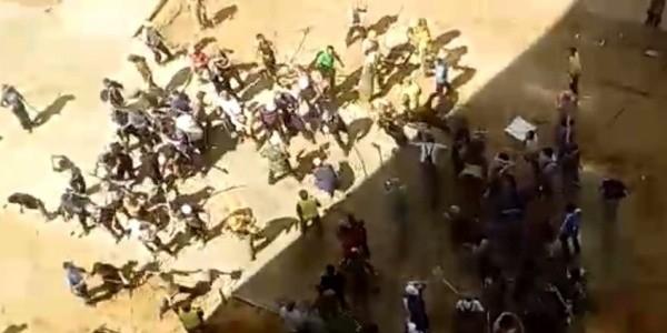 Массовая драка мигрантов лопатами попала на видео