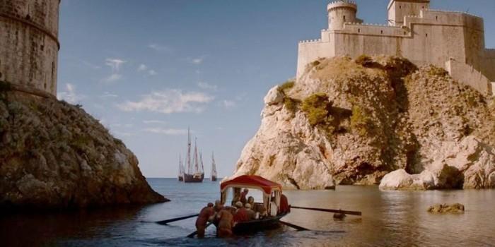 """Туристы показали места съемок """"Игры престолов"""" в реальности и на экране"""