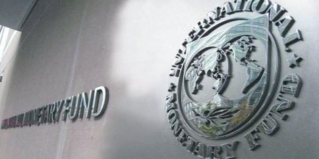"""МВФ предупредил о рекордной """"долларовой рецессии"""""""