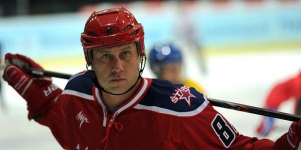 Сбежавшего из сборной СССР хоккеиста освистали спустя 26 лет