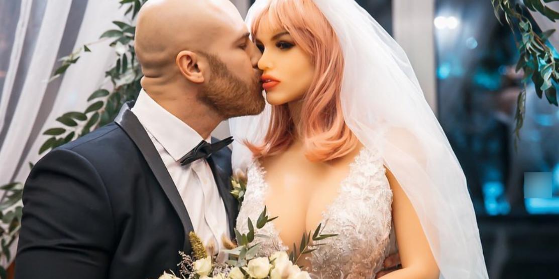 """""""Есть такая традиция"""": женившийся на секс-кукле казах решил стать многоженцем"""