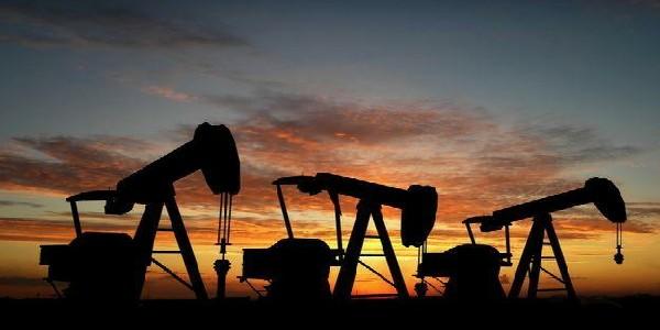 """""""Роснефть"""" начала закупки нефти в Ливии"""