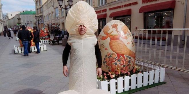Милонов пожаловался в Генпрокуратуру на акцию Лобкова в костюме полового органа
