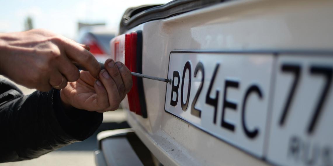 Росстандарт введет новые форму и размер автомобильных номеров