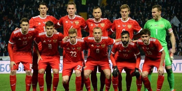 Сборная России по футболу опустилась в рейтинге FIFA ниже Мали и Панамы