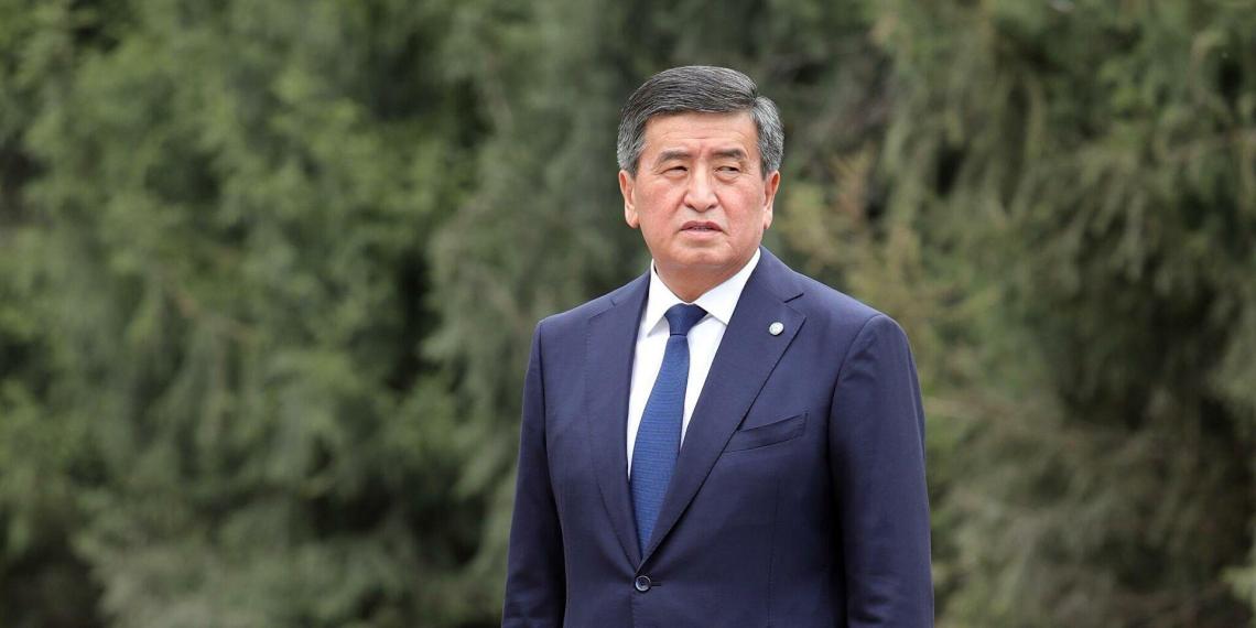 Перед отставкой президент Киргизии тайно уволил посла в России