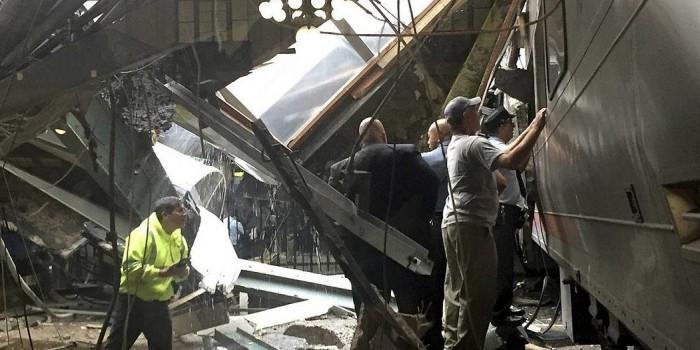 Появилось видео последствий крушения поезда в Нью-Джерси