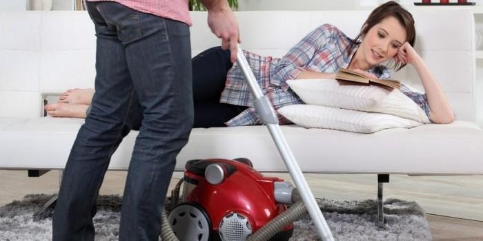Пьяный дебошир гонял жену по квартире трубой от пылесоса