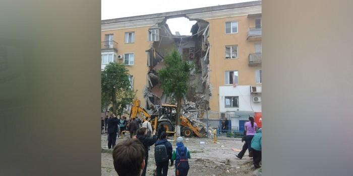 В Волгограде из-за взрыва обрушился подъезд жилого дома