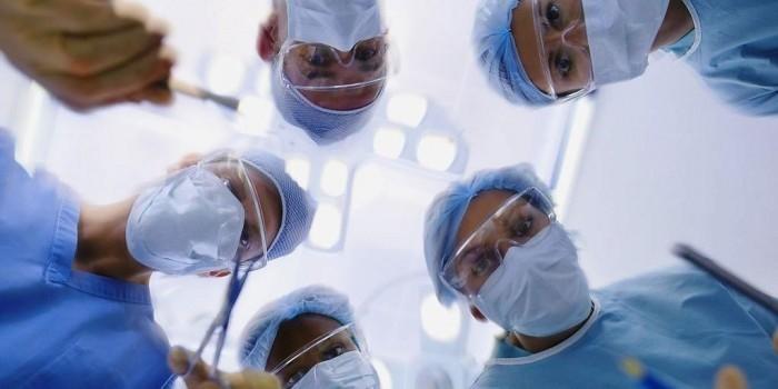 Из зарплат уральских врачей вычитают по 500 рублей за смерть пациента