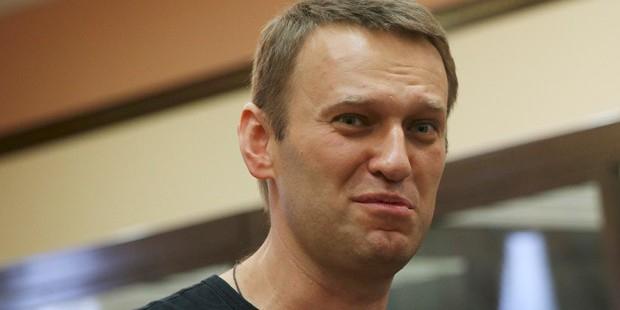Верховный суд России отправил на пересмотр дело Навального и Офицерова