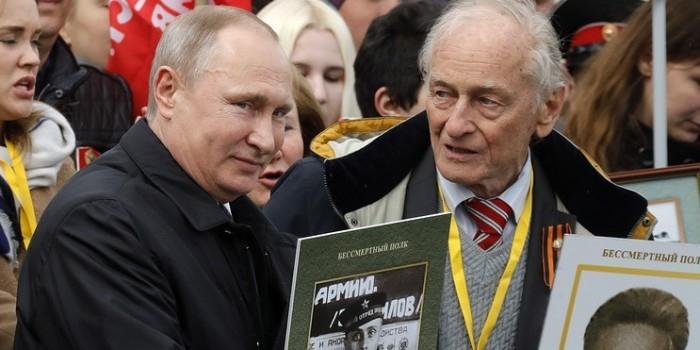"""Путин присоединился к шествию """"Бессмертного полка"""" в Москве"""