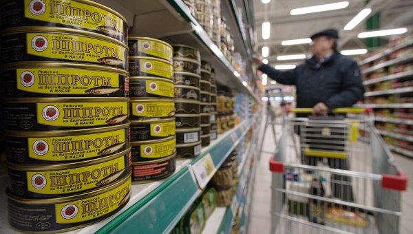 Шпрот не будет: в Латвии остановят производство консервов из-за обвала рубля