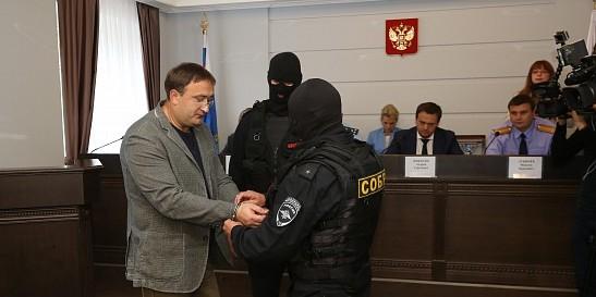В Новгороде задержан владелец сети магазинов электроники, задолжавший миллионы своим работникам