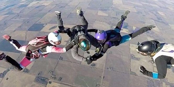 Канадец набил тату подруге во время парашютного прыжка