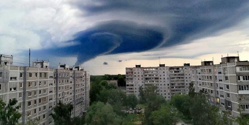 """Синоптик объяснил возникновение """"торнадо"""" под Москвой"""
