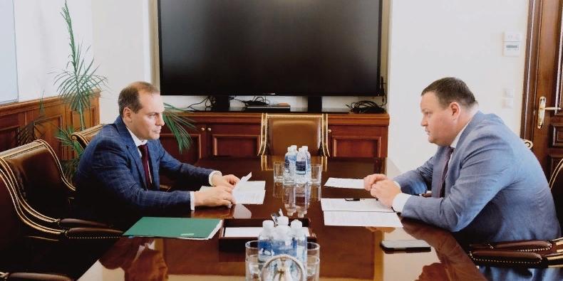 Артем Здунов обсудил с министром труда и социальной защиты вопросы реконструкции домов-интернатов
