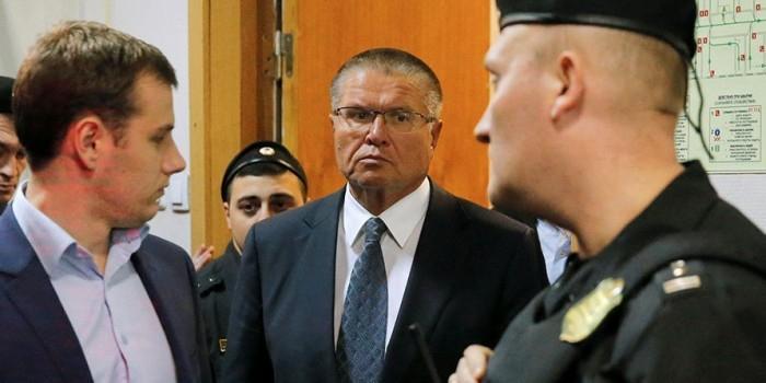 Улюкаев отказался признать вину перед началом заседания в суде