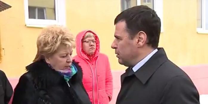Глава Ярославской области помог жителям Любима привести новостройки в порядок