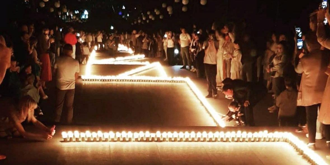 """В честь праздника на Ставрополье зажгли надпись """"Привет, Россия!"""" из 4000 свечей"""