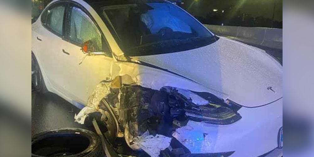 В США автопилот Tesla врезался в полицейскую машину