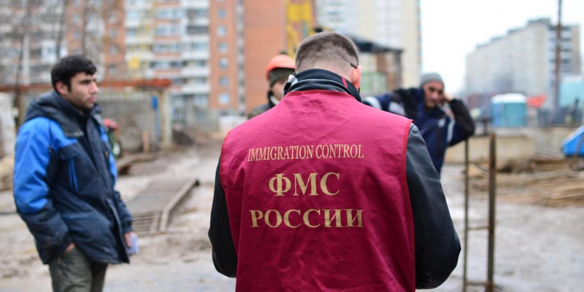 """МВД """"чипирует"""" мигрантов"""
