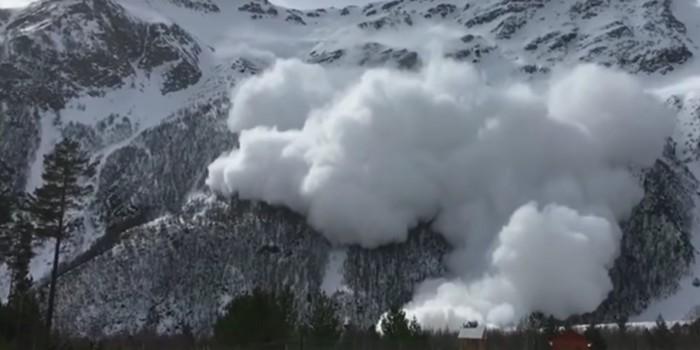 Сход смертельной лавины в Кабардино-Балкарии попал на видео