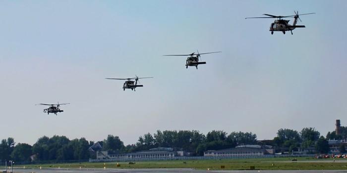 В аэропорту Львова приземлились боевые вертолеты армии США