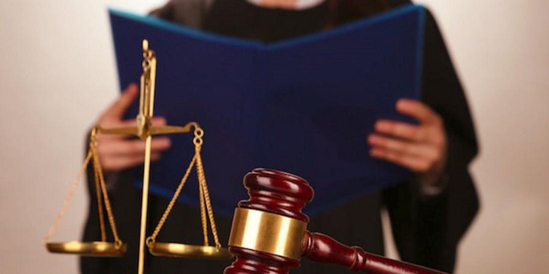Американка выдавала себя за прокурора, чтобы избежать наказания за хранение наркотиков