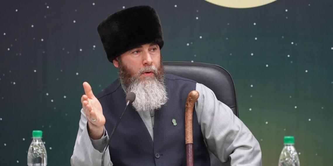"""Муфтий Чечни назвал Макрона """"террористом № 1 в мире"""""""