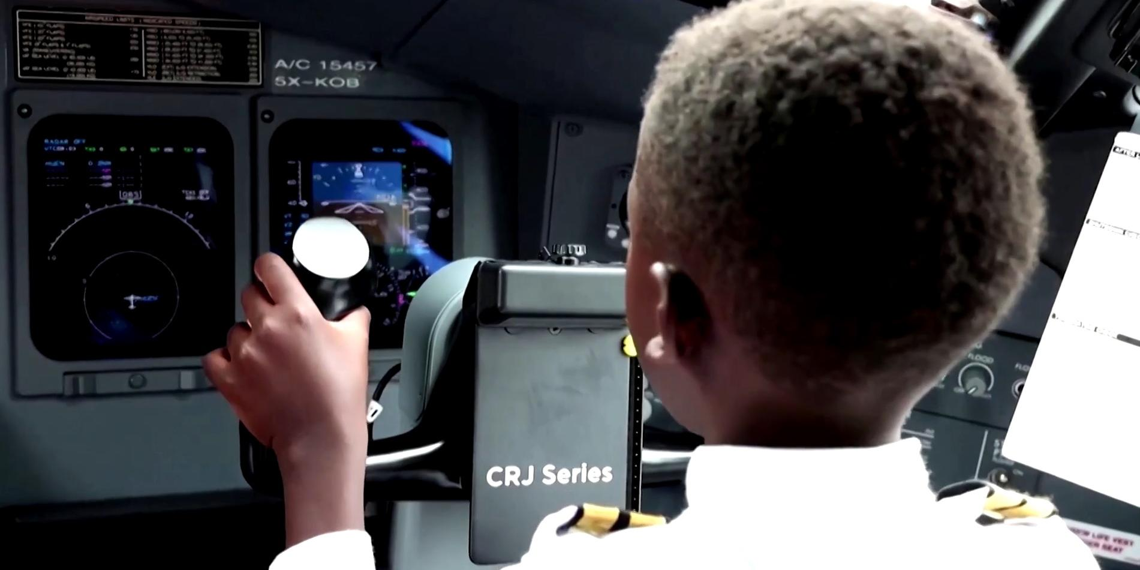 Мальчик из Уганды стал пилотом самолета в 7 лет