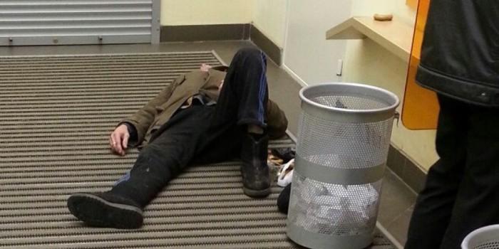 В Казани после освобождения из изолятора вор проник в ларек, наелся пирожков и уснул