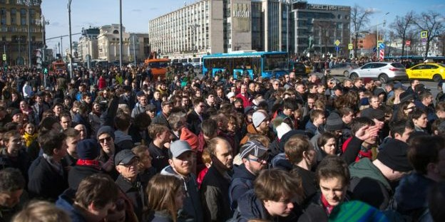 Оппозиционные активисты призывают подростков выйти на следующую протестную акцию 2 апреля