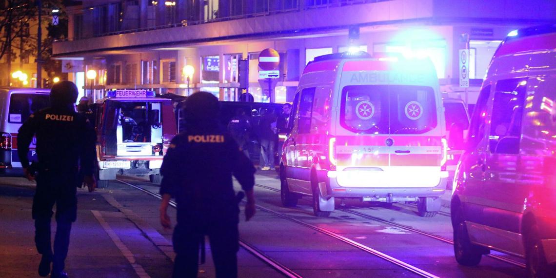 Число жертв теракта в Вене увеличилось до трех