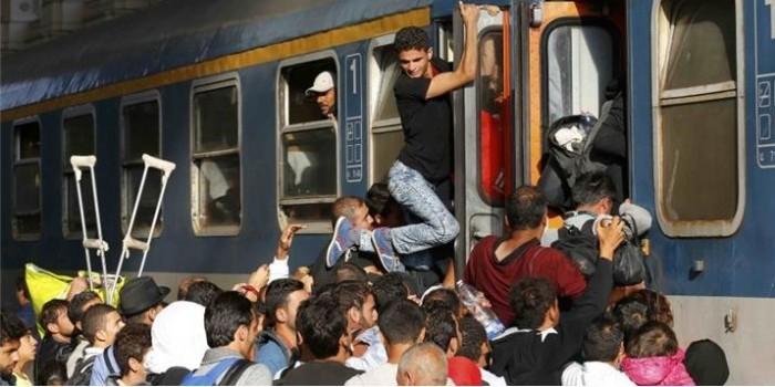 В столице Венгрии мигранты штурмовали поезда