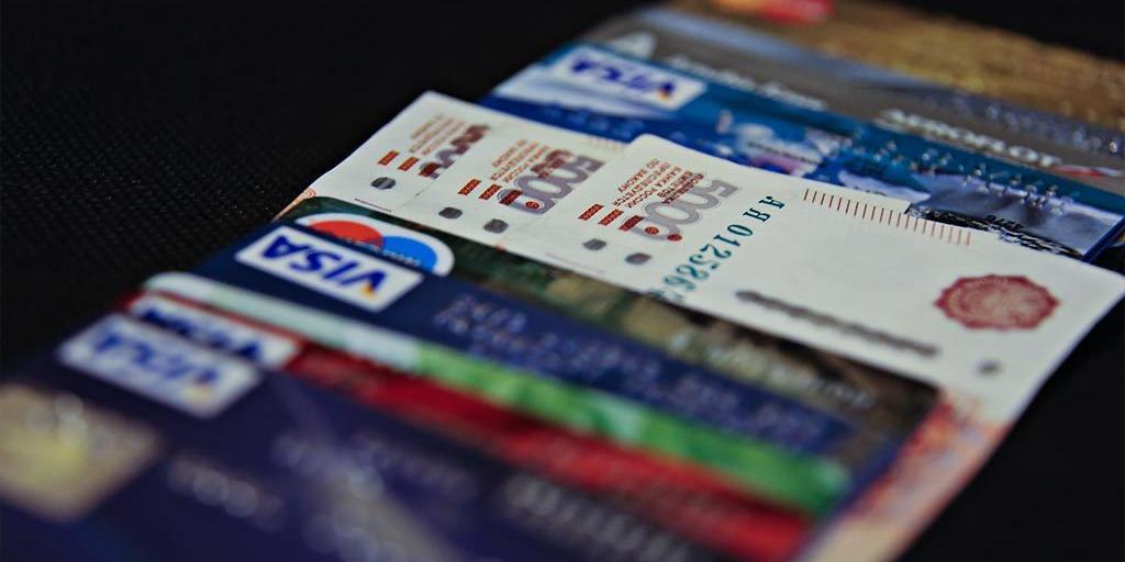 ЦБ рекомендовал банкам ввести лимит на снятие наличных в кассах магазинов