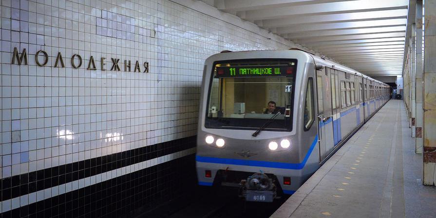 Минтранс введет запрет на перевозку детей в колясках в метро