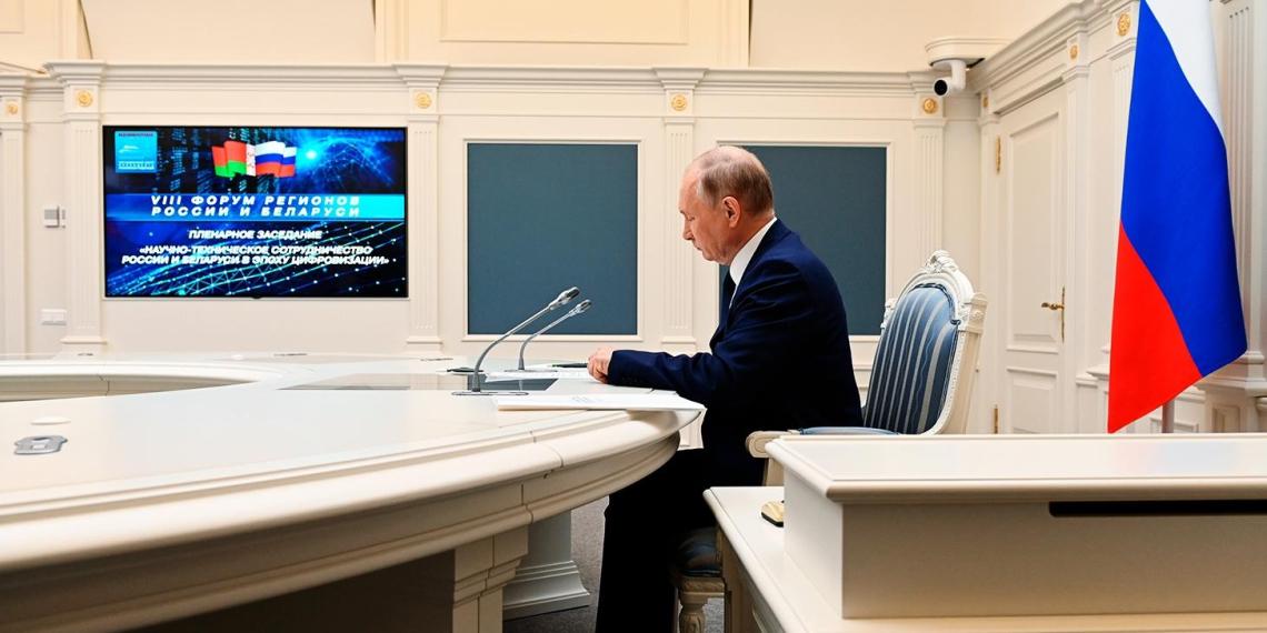 """По итогам съезда """"Единой России"""" Путин поручил выделить 150 млрд руб. на коммунальную инфраструктуру в регионах"""
