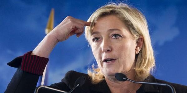 """Ле Пен назвала серьезной ошибкой Олланда разрыв контракта по """"Мистралям"""""""