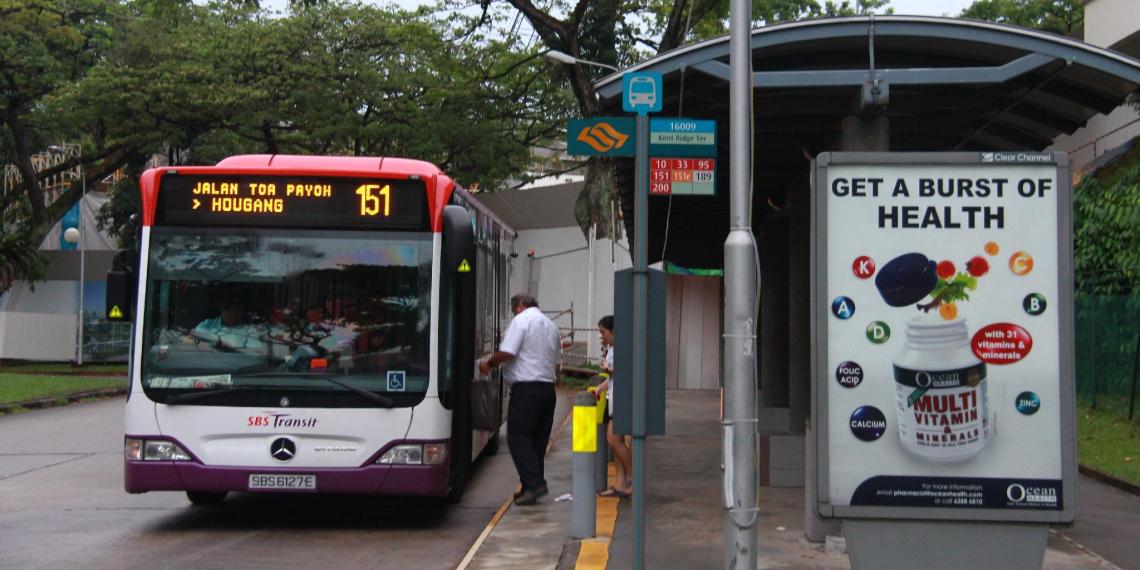 """В Великобритании на автобусной остановке нашли документы с секретными данными о провокации """"Дефендера"""""""