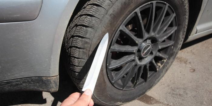 Саратовчане попытались угнать машину, у которой сами же порезали колеса