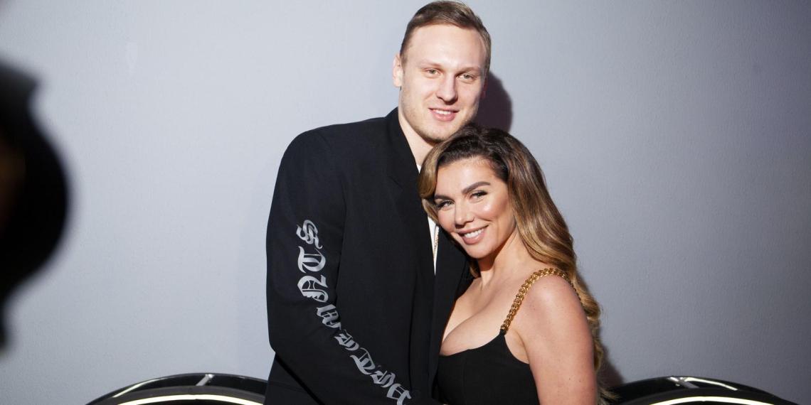 """""""Я сказала """"Да"""": Седокова объявила о свадьбе и похвасталась помолвочным кольцом"""