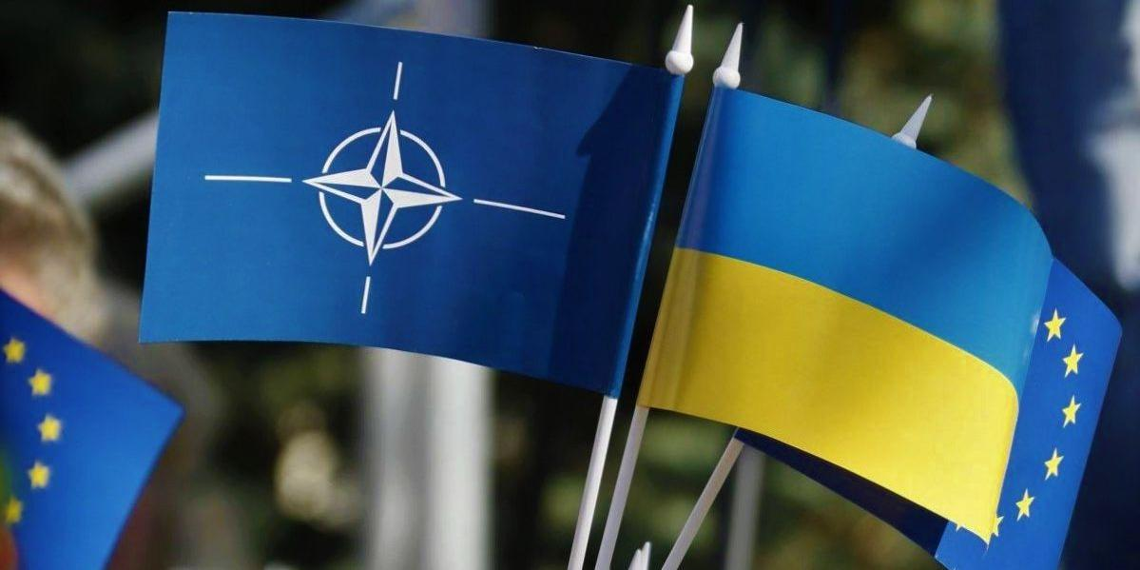 Киев: Запад тормозит вступление Украины в НАТО, чтобы не раздражать Россию