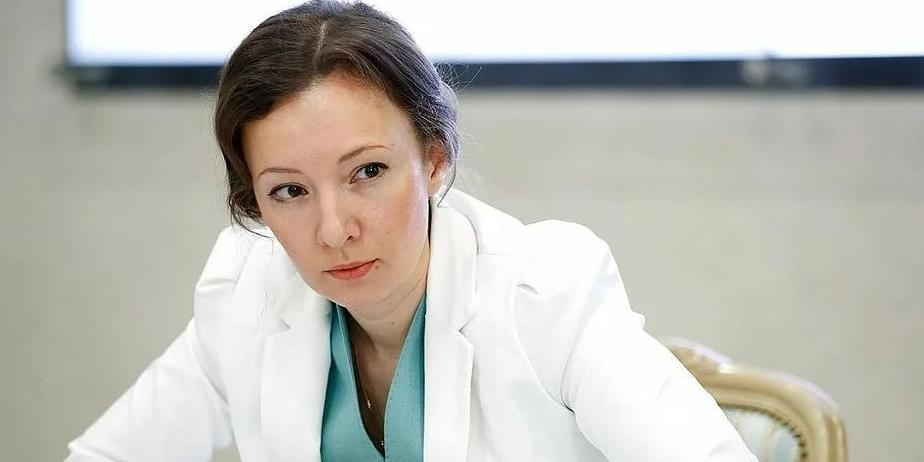 Кузнецова предложила приравнять стаж работы вожатых к педагогическому