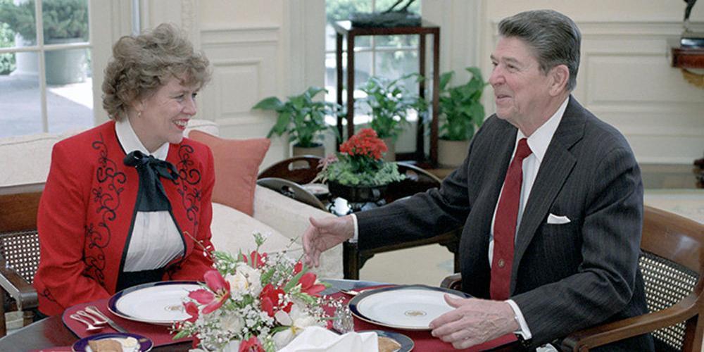 Бывшая советница Рейгана попросила гражданство России