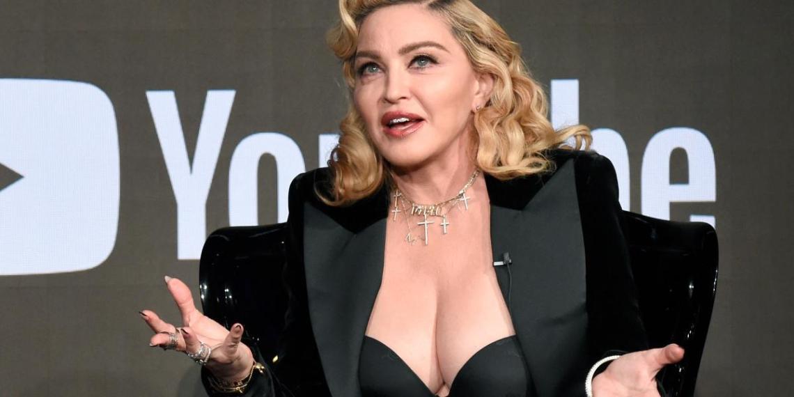 """""""Не слишком ли вы старая?"""": 62-летняя Мадонна взбесила Сеть, оголив грудь в БДСМ-фотосессии"""
