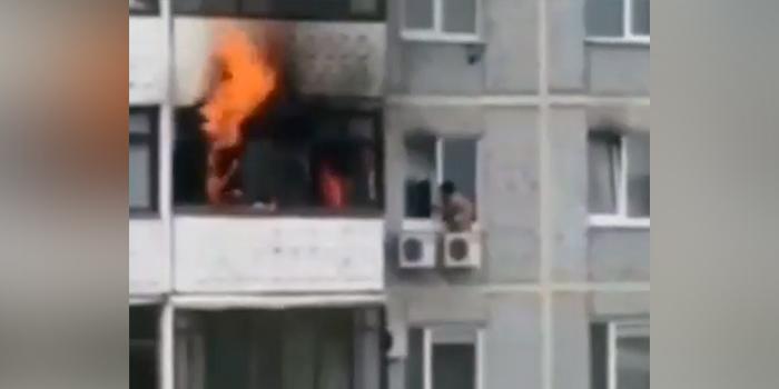 В Самаре ребенок спасся от пожара, забравшись на блок кондиционера на 8 этаже