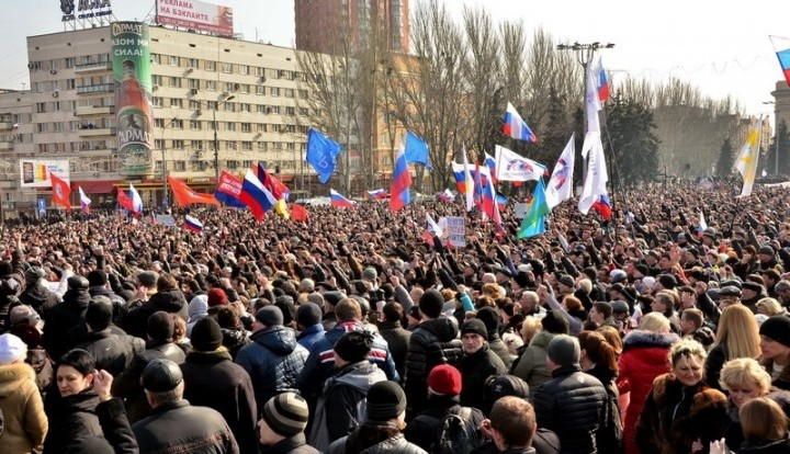 Аваков посетовал, что в 2014 Киев не взорвал протестующих в Донецке и Луганске